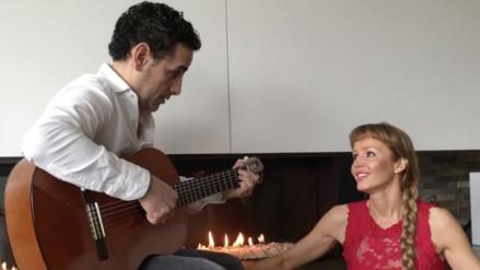 Juan Diego Flórez y su esposa cantan en Facebook por San Valentín