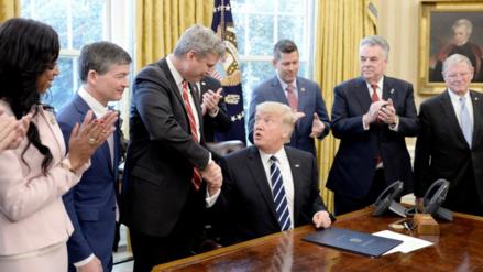 Asesores de campaña de Trump tuvieron contactos con la inteligencia rusa