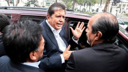 Alan García regresa mañana al Perú y se presentará ante la Fiscalía