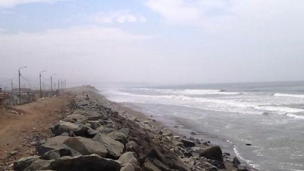 Chimbote: Fuertes oleajes erosionan cinco metros de loza deportiva
