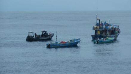 Patrullera marítima captura deslizadores en mar de Paita