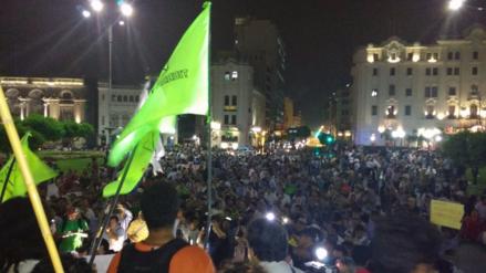 La 'Marcha contra la corrupción' convoca a cientos de manifestantes
