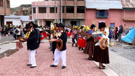 """Rememoran tradición del """"Compadre Taripay"""" en carnavales de Putina"""
