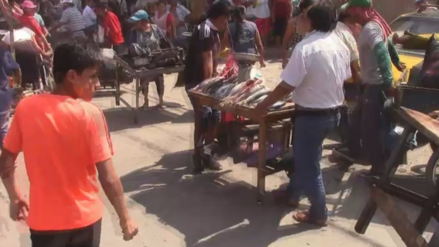 Chiclayo: en medio de enfrentamiento retiran a ambulantes del mercado modelo