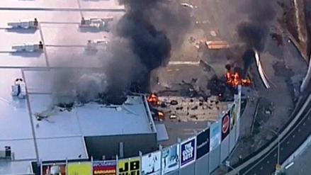 Una avioneta con cinco pasajeros se estrella contra centro comercial en Australia