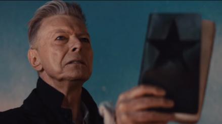 David Bowie opta a dos Brit Awards un año después de su muerte