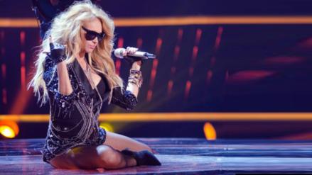 Paulina Rubio cayó del escenario durante concierto