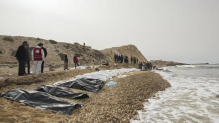Aparecieron 74 cadáveres de migrantes en una playa de Libia