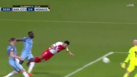 Radamel Falcao anotó un golazo de 'palomita' al Manchester City