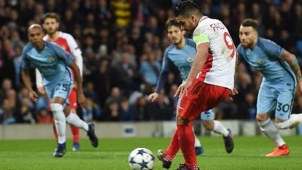 Radamel Falcao anotó extraordinario gol de 'sombrero' al Manchester City