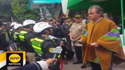 Ministro del Interior reconoce a policías que detuvieron a militares en Cusco