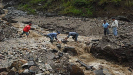 Caída de rocas interrumpe en tránsito en Chanchamayo