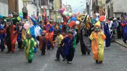 Alegría y tradición en corso de las flores por fiesta de carnaval