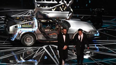 Video | Michael J. Fox llegó con el DeLorean a los Oscar