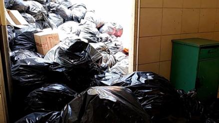 Moscas y toneladas de basura afectan a pacientes del hospital Las Mercedes