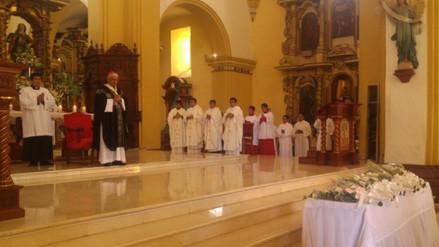 Realizan misa en homenaje a los fallecidos en accidente en Trujillo