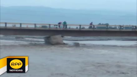 Colapsa puente Chamorro ante incremento de río en Chincha