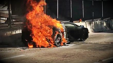 Por abusar del motor, su Lamborghini ardió en medio de la calle