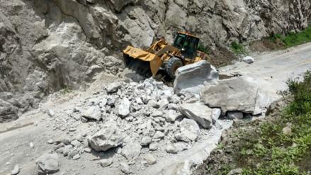 Desprendimiento de rocas interrumpe tránsito en la Carretera Central