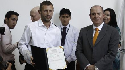 Horacio Calcaterra se nacionalizó peruano y no quiere hablar de la Selección