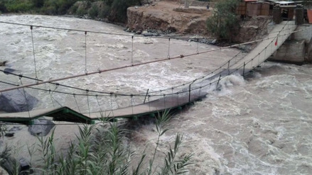Colapsa puente colgante Catapalla en Lunahuaná