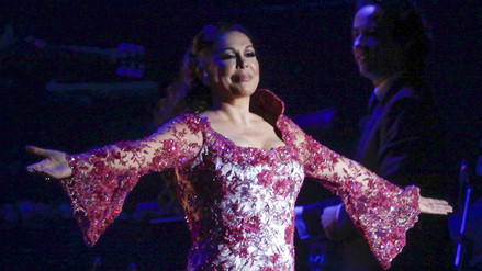 Isabel Pantoja emocionó a sus fans en Lima con homenaje a Juan Gabriel