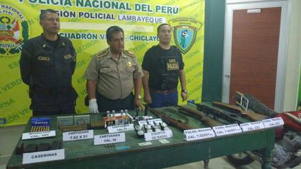 Incautan armas y municiones de uso militar y detienen a dos personas