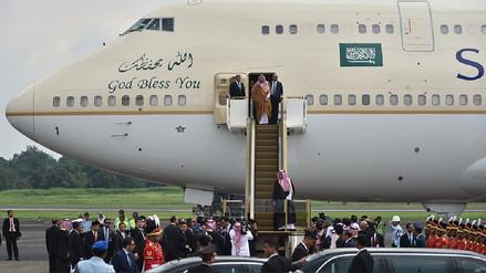 El rey de Arabia Saudita viajó a Indonesia con 459 toneladas de equipaje