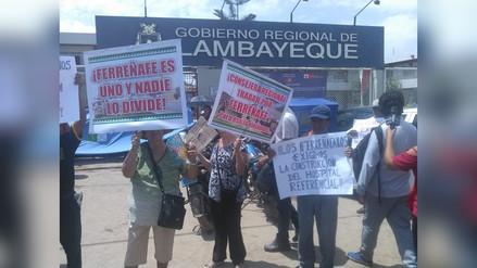 Protestan en Gobierno Regional pidiendo construcción de hospital de Ferreñafe