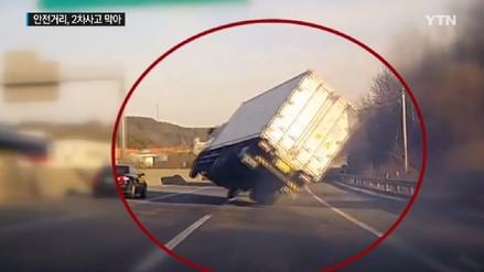 Rápidos reflejos evitan que un conductor acabe volcando su vehículo