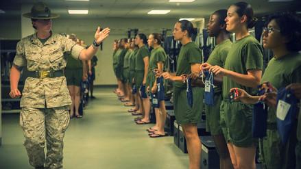 Investigan a Marines por compartir fotos de compañeras desnudas