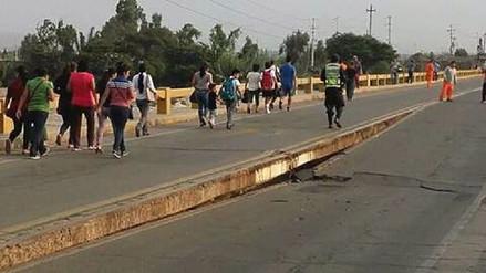 Colapsa puente que une Cañete y Chincha