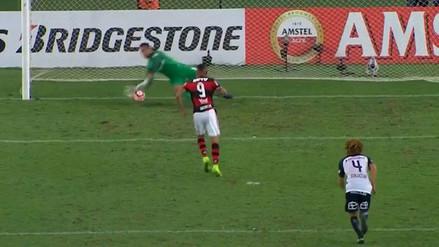 Paolo Guerrero perdió un penal con Flamengo en la Copa Libertadores