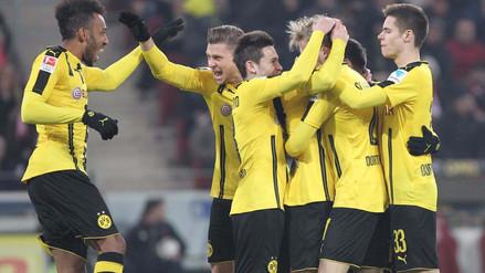Borussia Dortmund goleó al Benfica con 'triplete' de Aubameyang