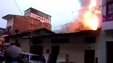 Incendio consume tienda de colchones en Cajamarca