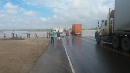 Desborde del río La Leche bloquea tránsito de Mórrope hacia Piura