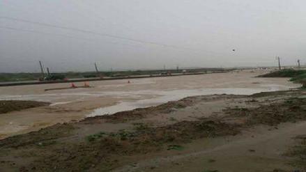 Viviendas inundadas y desborde de ríos por intensas lluvias en Piura