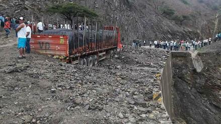 Derrumbes y huaicos interrumpen tránsito en la vía Olmos - río Marañón