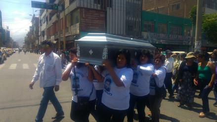 Sepultan los restos de periodista asesinado en Ica
