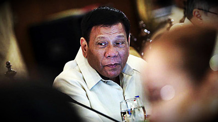 Duterte ordena a sus fuerzas enviar una advertencia 'amistosa' a China