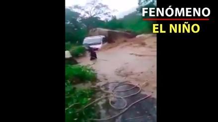 Un huaico arrastró un pesado camión en Cajamarca