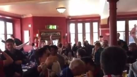 Hinchas del Sevilla tomaron un restaurante de Leicester con cánticos
