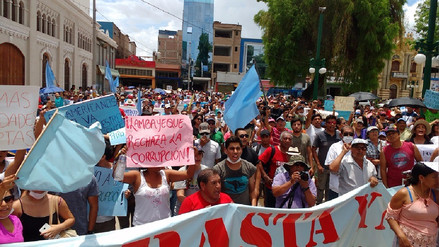 Lambayecanos marchan contra las autoridades electas