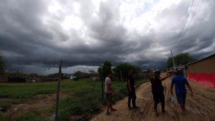 Presencia de oscuras nubes ensombrece cielo de distritos lambayecanos