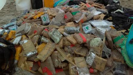 Video | Una lancha varó en Punta Hermosa con 300 kilos de marihuana