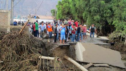 Desborde colapsa puente Shishu en la provincia del Santa