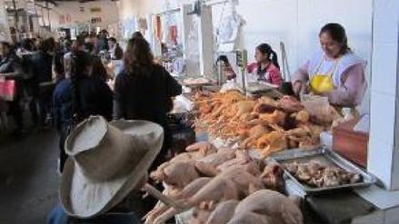 Precio del pollo sube por bloqueo de vías en el norte del país