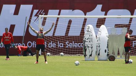 Paolo Guerrero demostró su calidad pateando tiros libres en la práctica