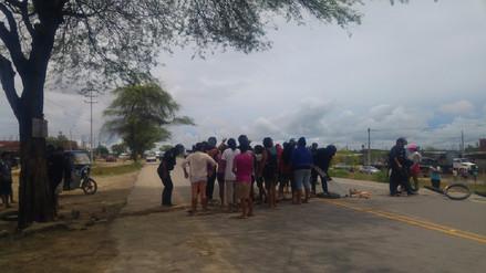 Pobladores de Los Polvorines bloquean vía Piura - La Legua