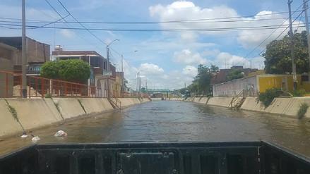 Piura: evacúan a familias ante posible desborde de canal vía en Sullana